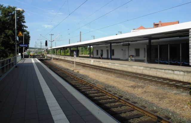 Hildesheim gleis (spår) 1 och 2. Hit går det även biltåg, dvs tåg som privatpersoner kan ta sin bil ombord på. Frågan är bara varför i ett land med Autobahn