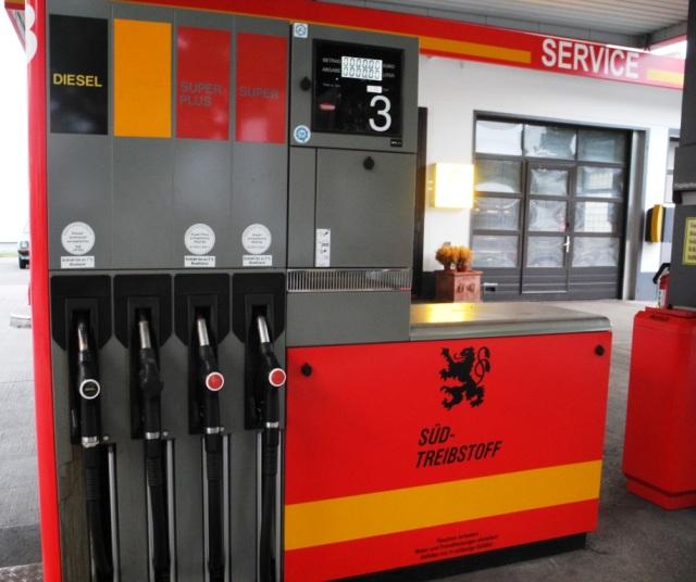 Inga specialbränslen, men de vanliga - 95 och 98 oktan, samt diesel.