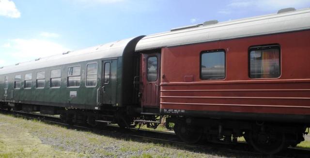 Svensk sovvagn i koppel med en tysk vagn, som ser precis ut som i Fleischmannkatalogen